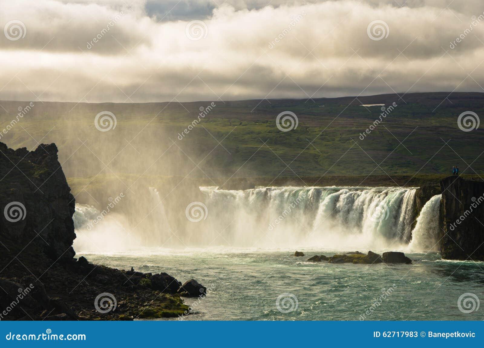 Download Καταρράκτης Godafoss ή καταρράκτης των Θεών, βόρεια Ισλανδία Στοκ Εικόνα - εικόνα από τόξων, προορισμός: 62717983
