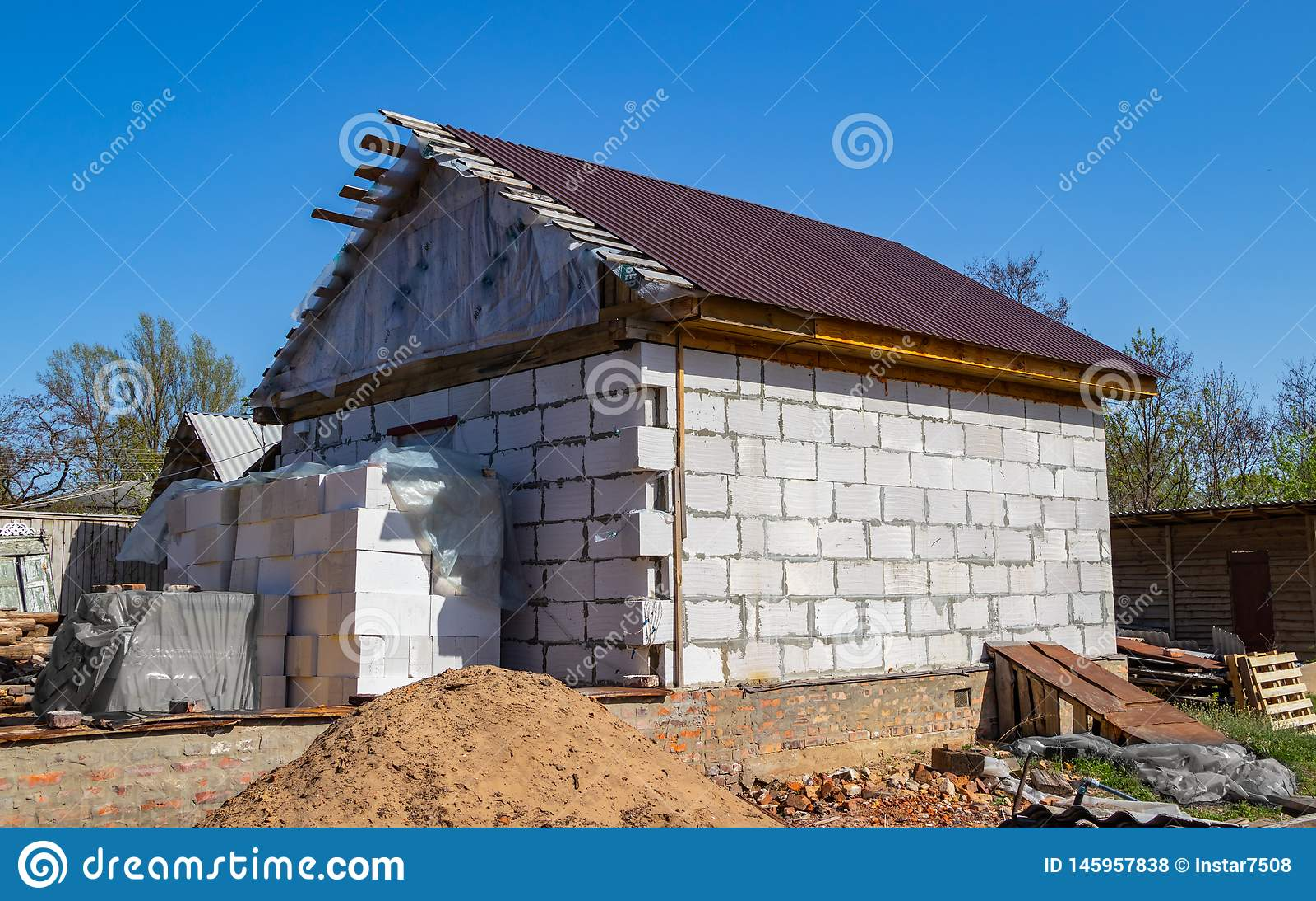 Κατασκευή ενός νέου σπιτιού τούβλου