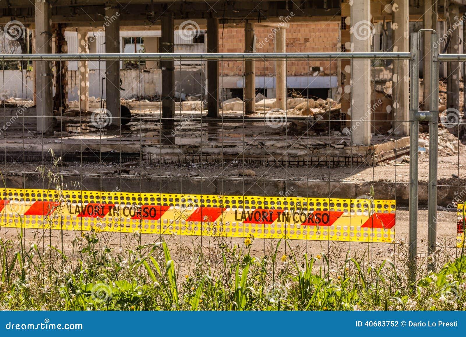 κατασκευή τούβλων που βάζει υπαίθρια την περιοχή