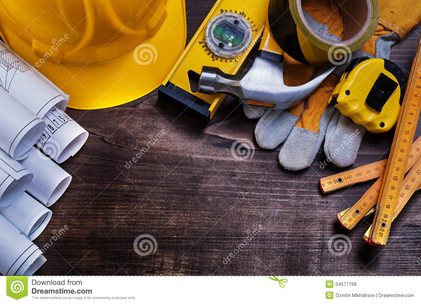 Κατασκευαστικά σχέδια και σύνολο εργαλείων οικοδόμησης επάνω