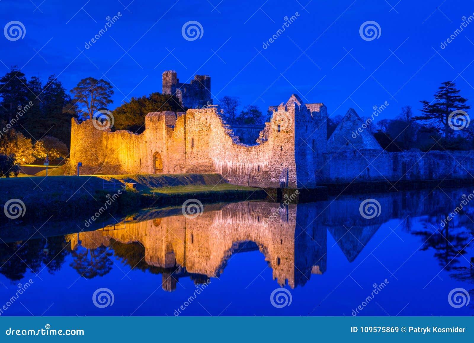 Καταστροφές του κάστρου σε Adare