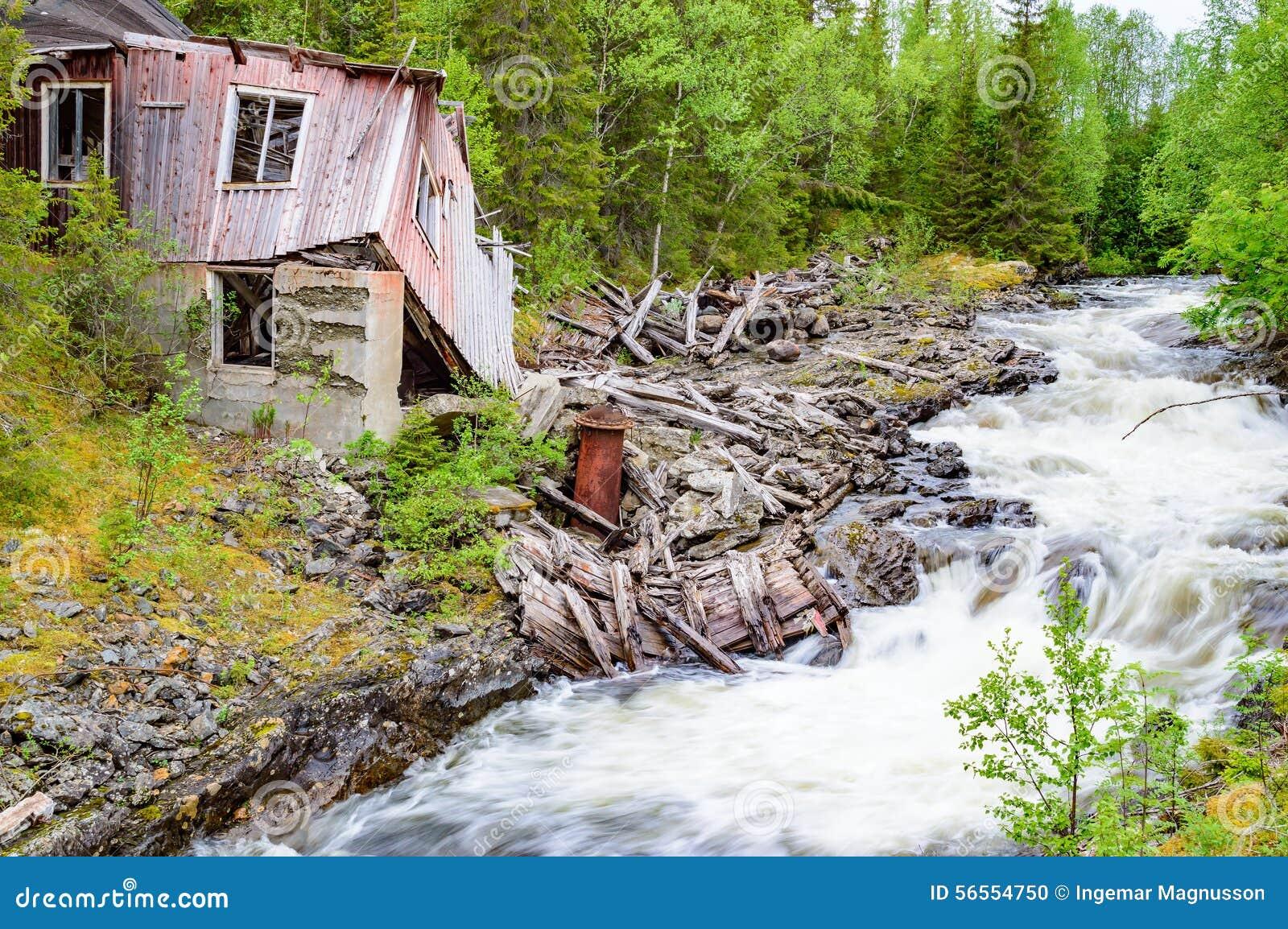 Download Καταστροφή κοντά στον ποταμό Στοκ Εικόνες - εικόνα από ζημία, πάρτε: 56554750