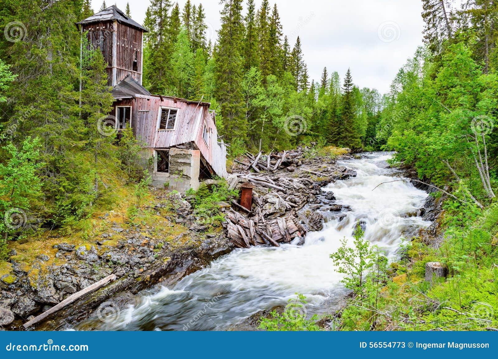 Download Καταστροφή κοντά στον ποταμό Στοκ Εικόνα - εικόνα από δάσος, κέντρο: 56554773