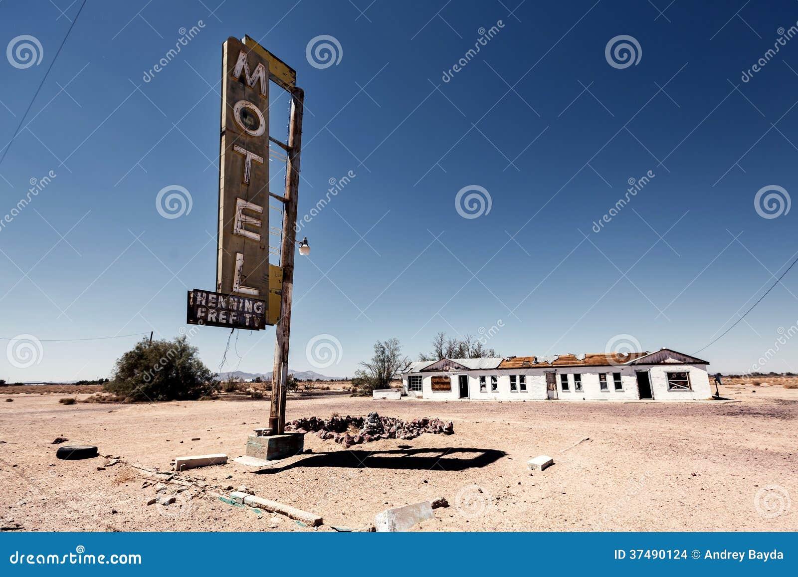 Καταστροφή σημαδιών ξενοδοχείων κατά μήκος της ιστορικής διαδρομής 66