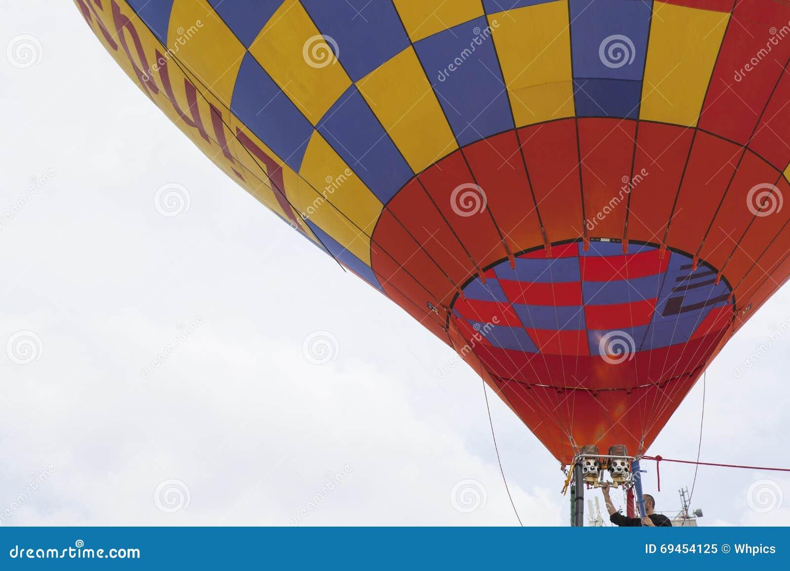 Κατεβαίνοντας ελιγμός μπαλονιών ζεστού αέρα
