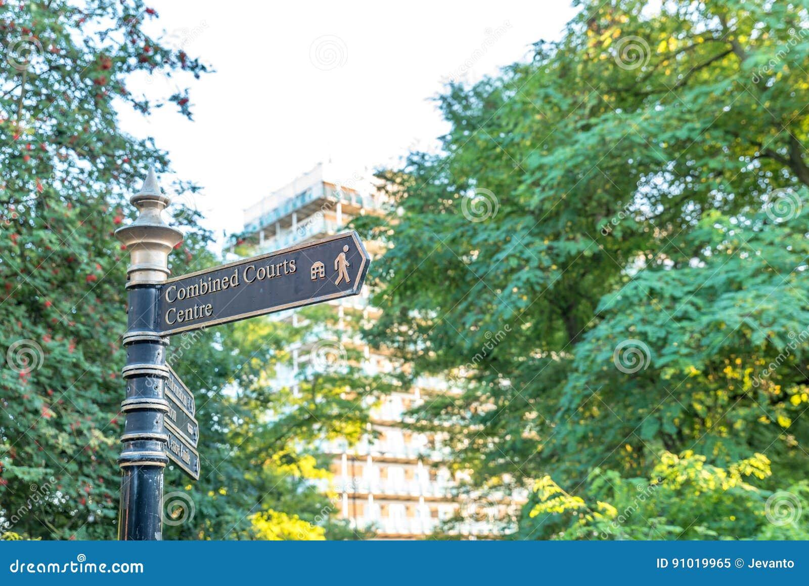 Κατευθυντικό πόλης κέντρο Αγγλία UK του Νόρθαμπτον σημαδιών