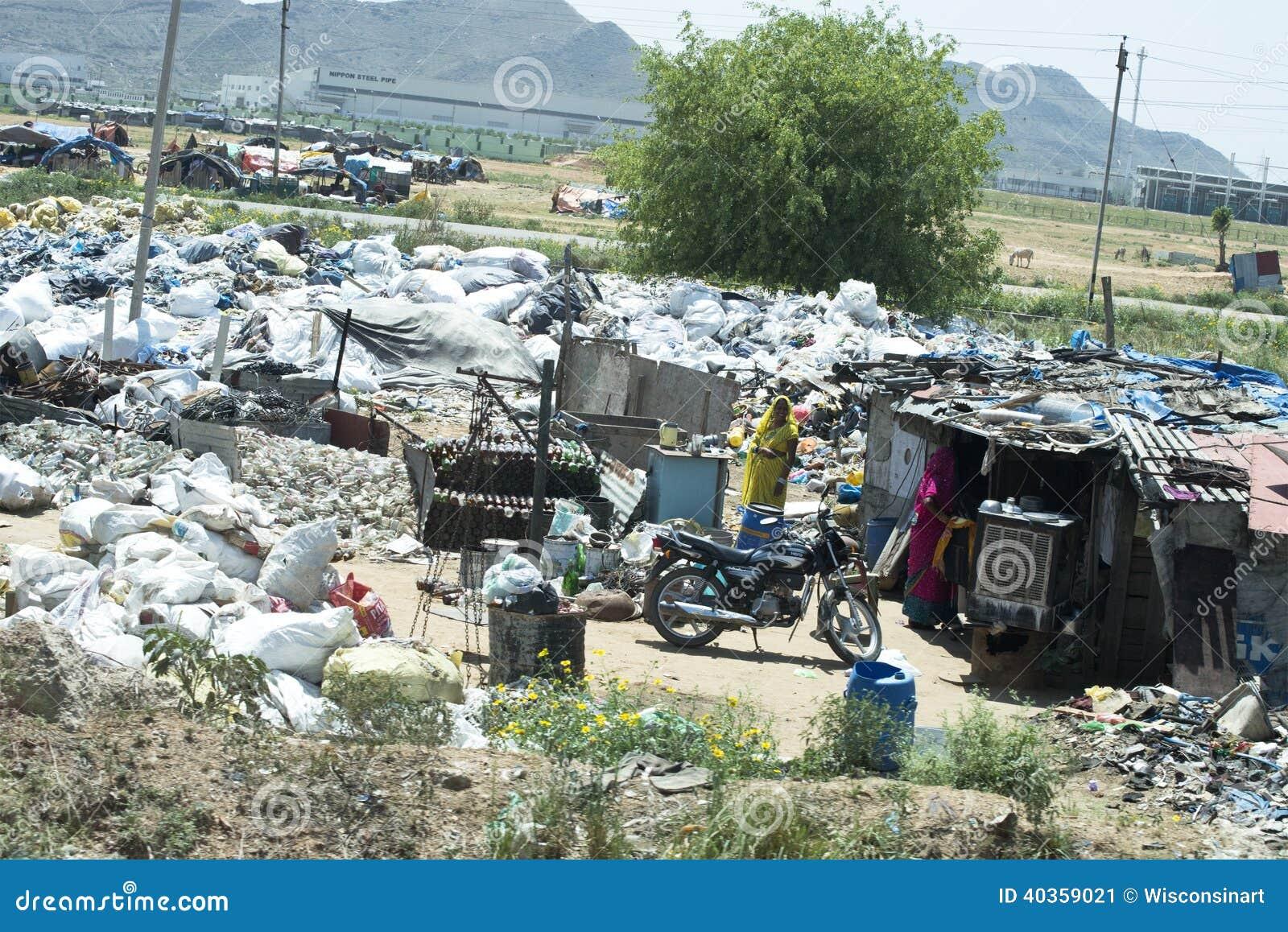 Κατοικία, φτωχοί και ένδεια τρωγλών στην Ινδία