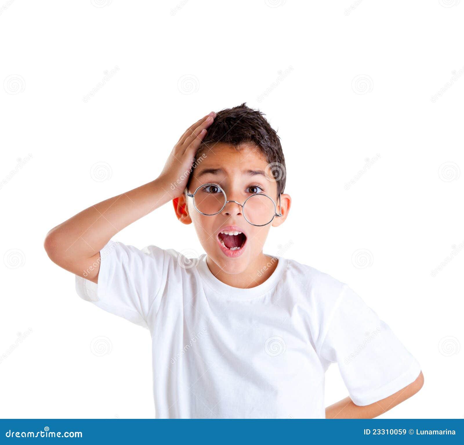 43610921e3 αγοριών παιδιών ανόητο λευκό κατσικιών έκφρασης απομονωμένο γυαλιά nerd.  Φωτογραφία ...