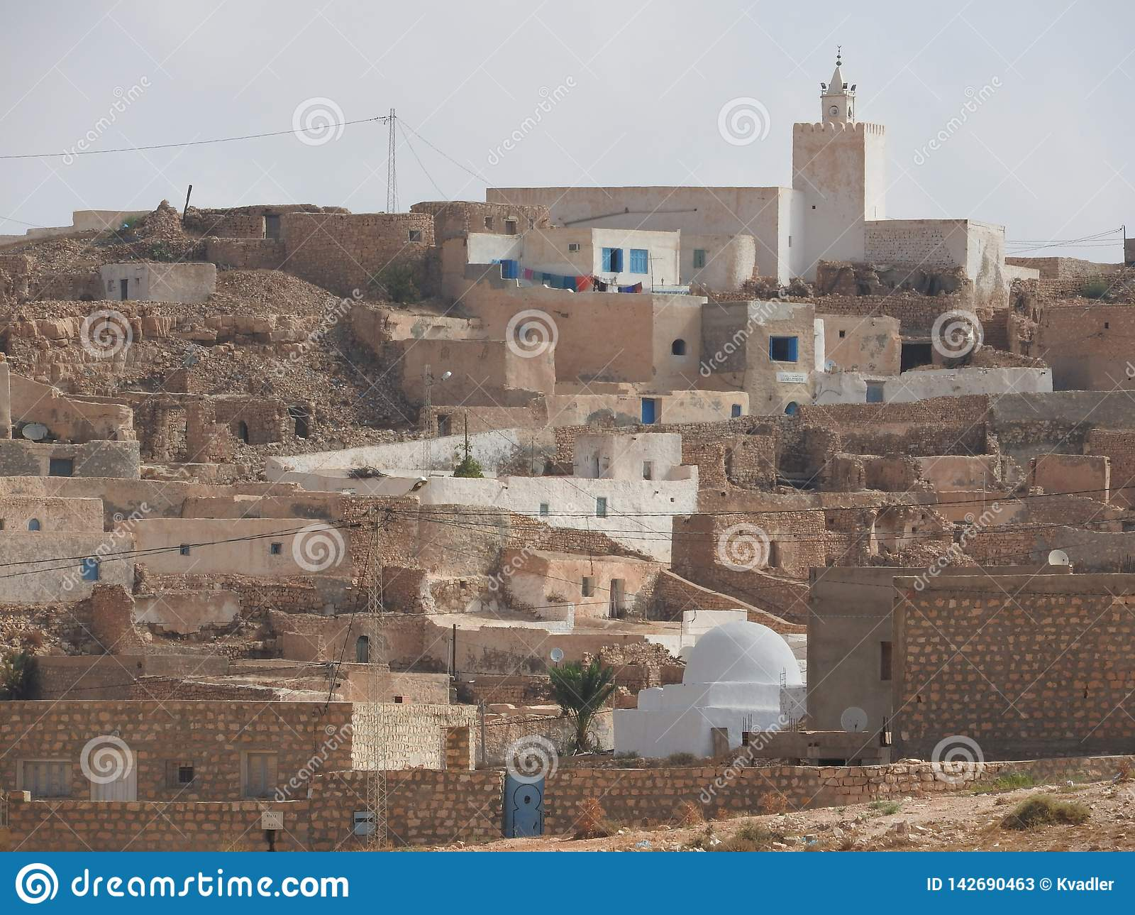 Καυτή έρημος μουσουλμανικών τεμενών επαρχιών του χωριού Tamezret Gabes Berber της Βόρειας Αφρικής στην Τυνησία