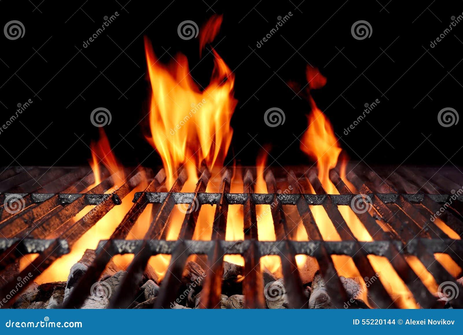 Καυτή κενή BBQ ξυλάνθρακα σχάρα με τις φωτεινές φλόγες