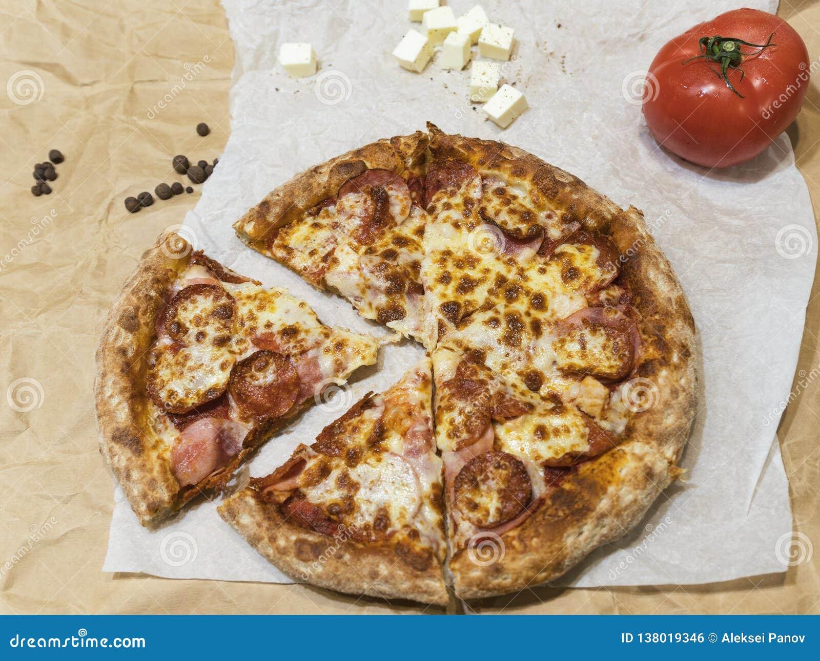Καυτή νόστιμη πίτσα