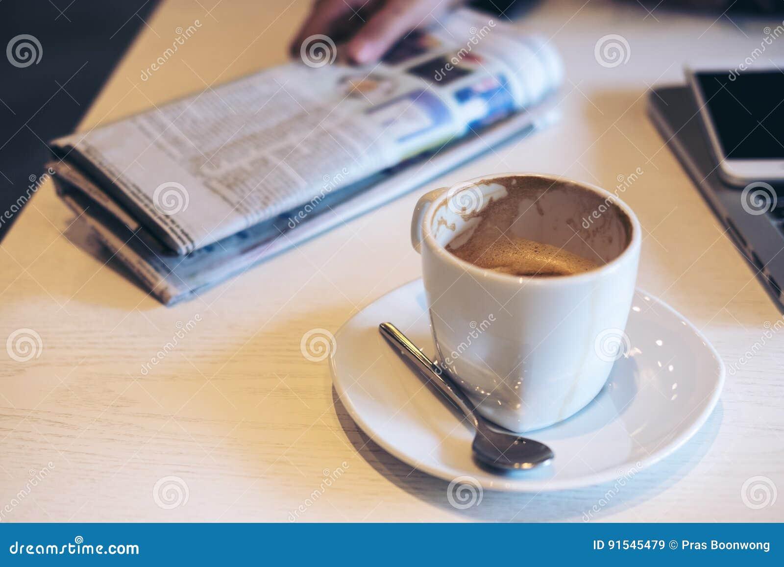Καφές και εφημερίδα