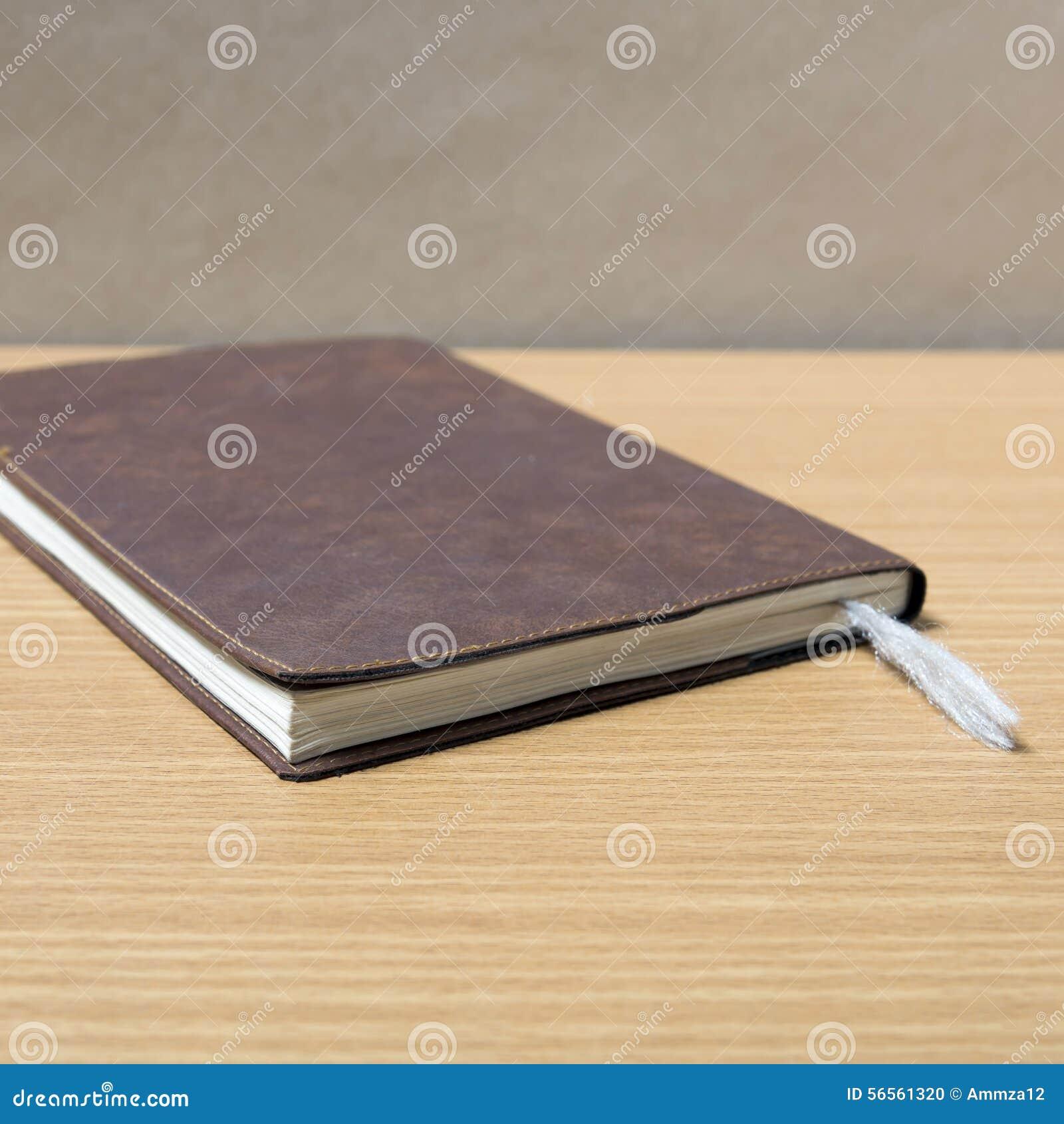 Download Καφετί βιβλίο στοκ εικόνες. εικόνα από σημείωση, σχέδιο - 56561320