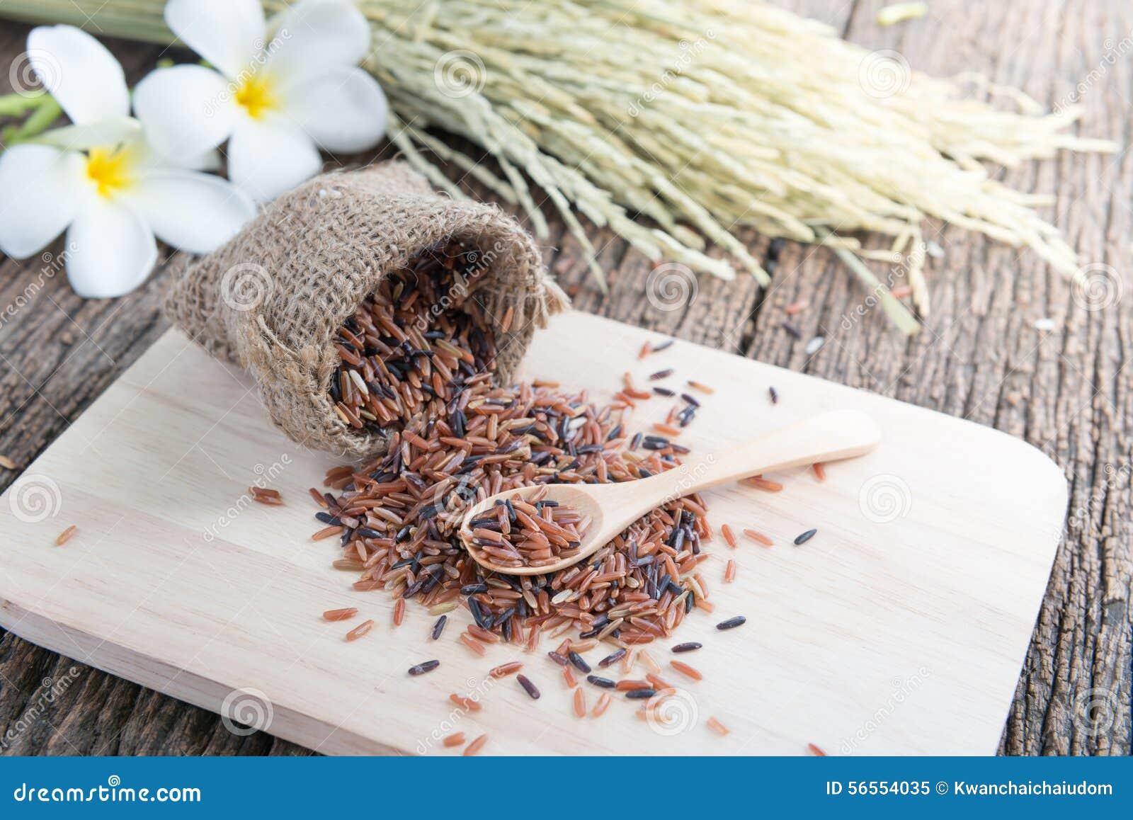 Download Καφετί ρύζι της Jasmine στο κουτάλι Στοκ Εικόνα - εικόνα από ανασκόπησης, υγιής: 56554035