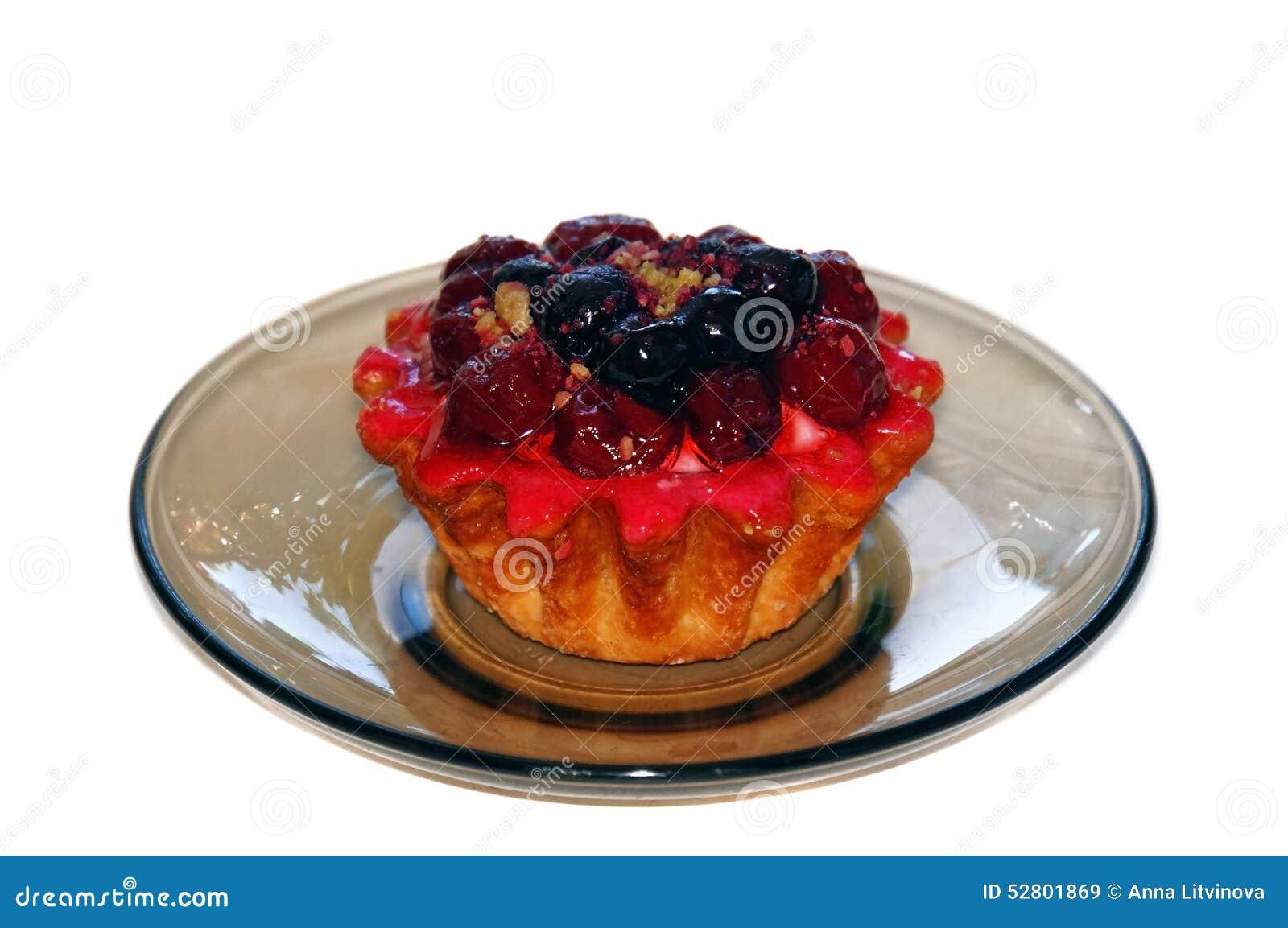 Καλάθι κέικ με τα μούρα και το ροζ κρέμας