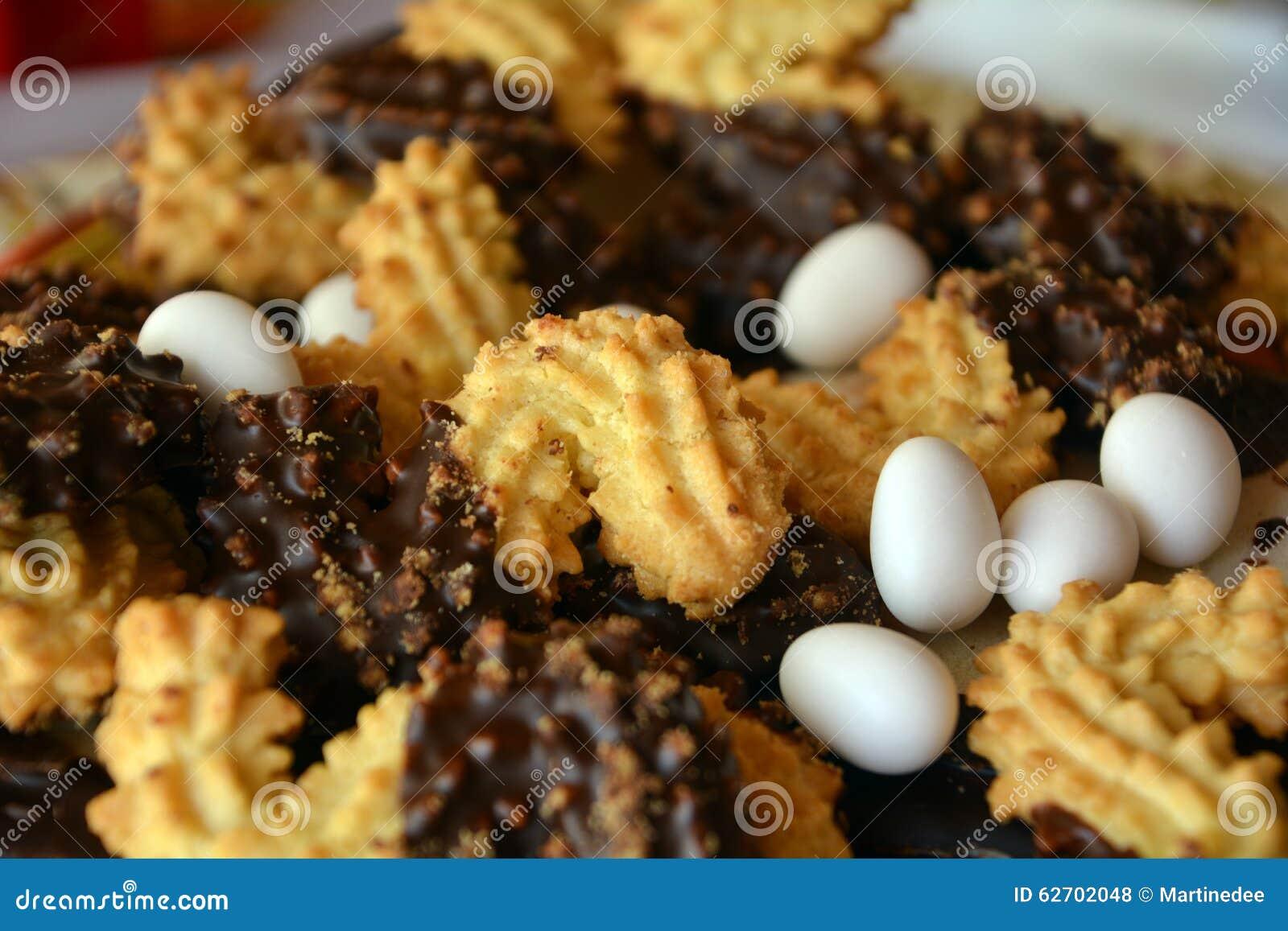 Καλή στενή επάνω εικόνα των μπισκότων Χριστουγέννων με τη σοκολάτα