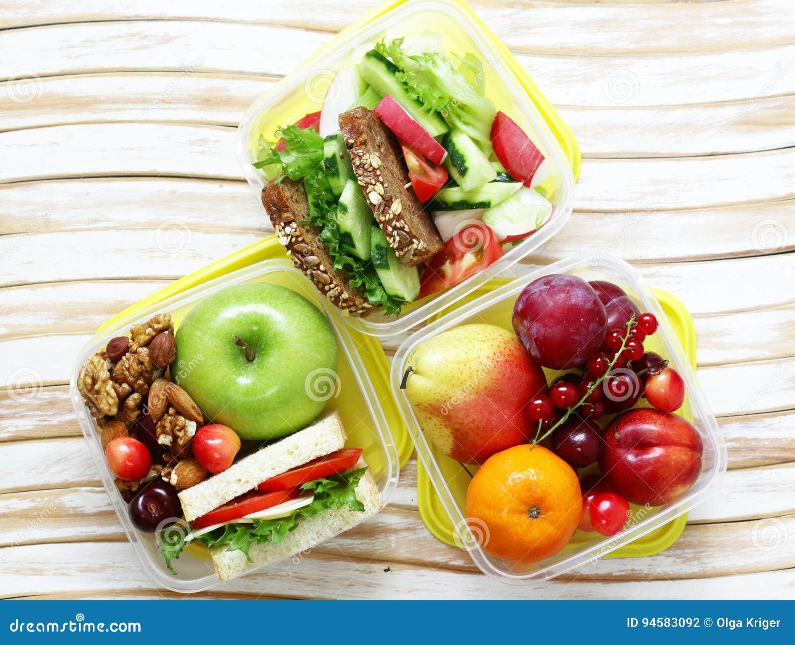 Καλαθάκι με φαγητό για την υγιή κατανάλωση