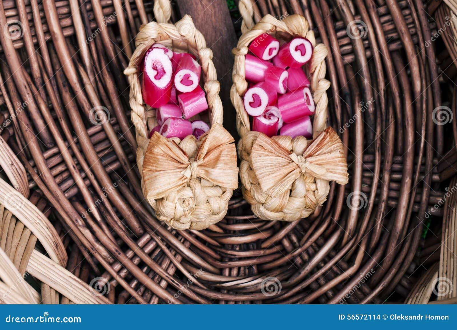Download Καλοί κάλαμοι καραμελών καρδιών Στοκ Εικόνες - εικόνα από καραμέλα, εύγευστος: 56572114
