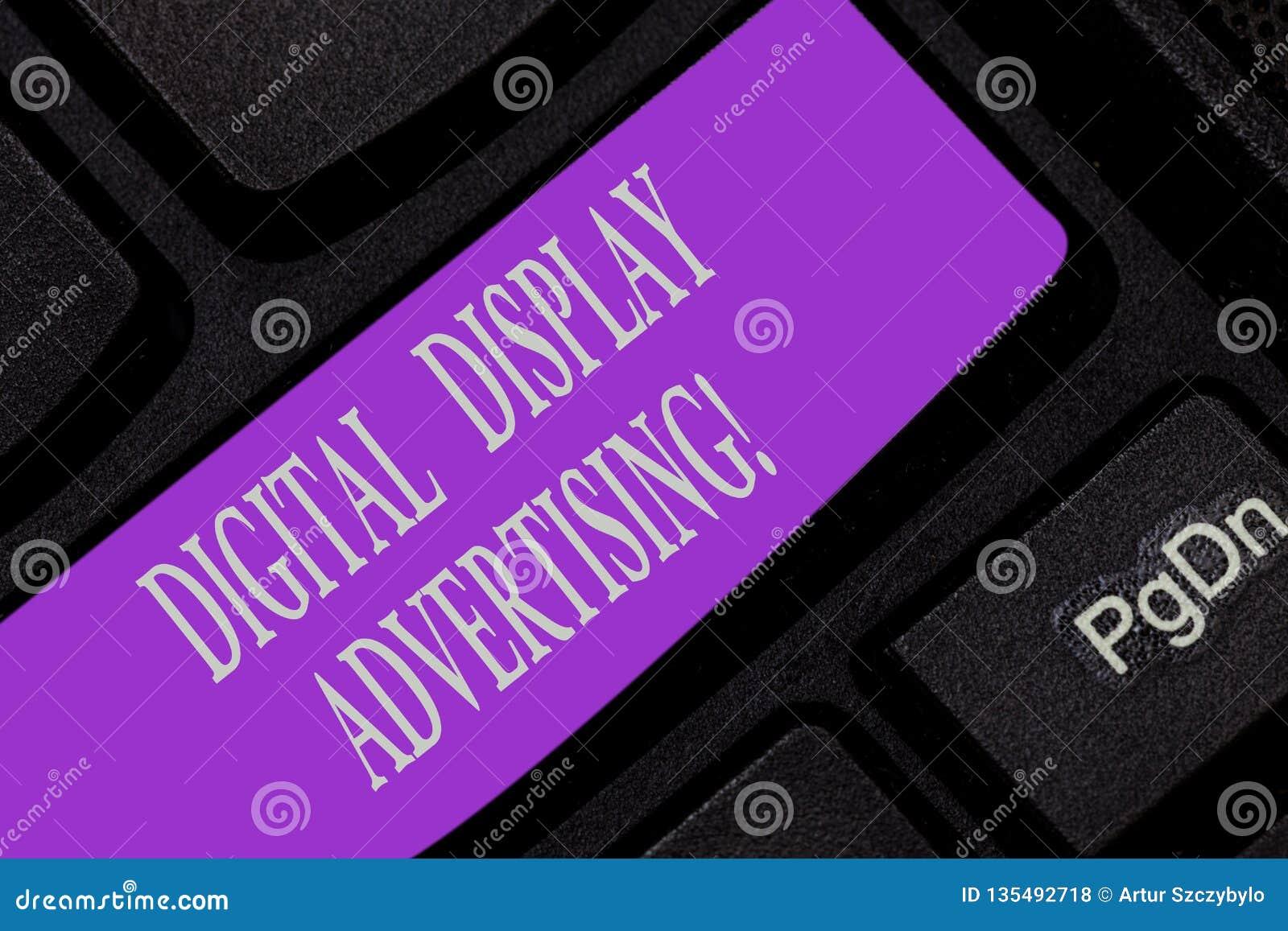 Κείμενο γραφής που γράφει τη διαφήμιση ψηφιακής επίδειξης Η έννοια έννοιας μεταβιβάζει ένα εμπορικό μήνυμα χρησιμοποιώντας τη γρα