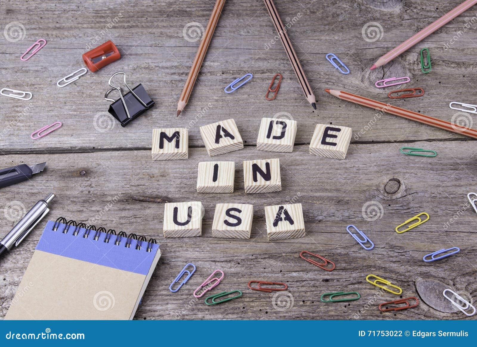 Κείμενο: ΚΑΤΑΣΚΕΥΑΣΜΕΝΟΣ στις ΗΠΑ από τις ξύλινες επιστολές στο ξύλινο υπόβαθρο