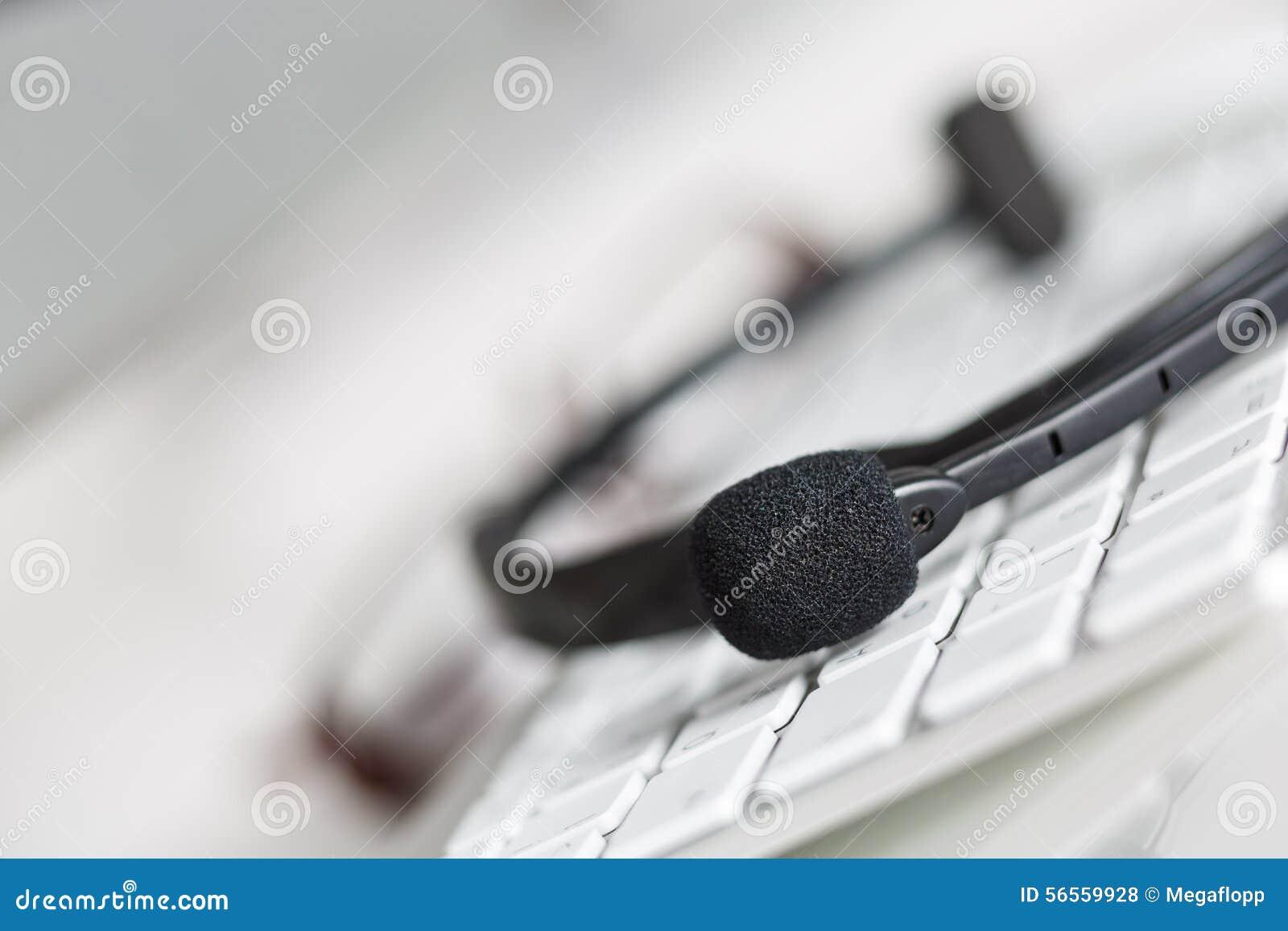 Download Κενή θέση εργασίας του χειριστή υπηρεσιών τηλεφωνικών κέντρων Στοκ Εικόνες - εικόνα από αποδοτικός, συνεδρίαση: 56559928
