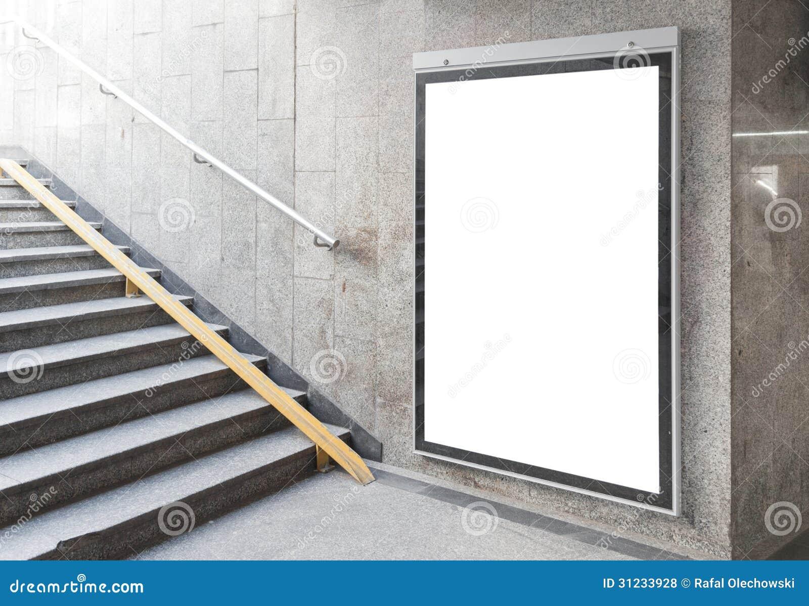 Κενή πίνακας διαφημίσεων ή αφίσα στην αίθουσα
