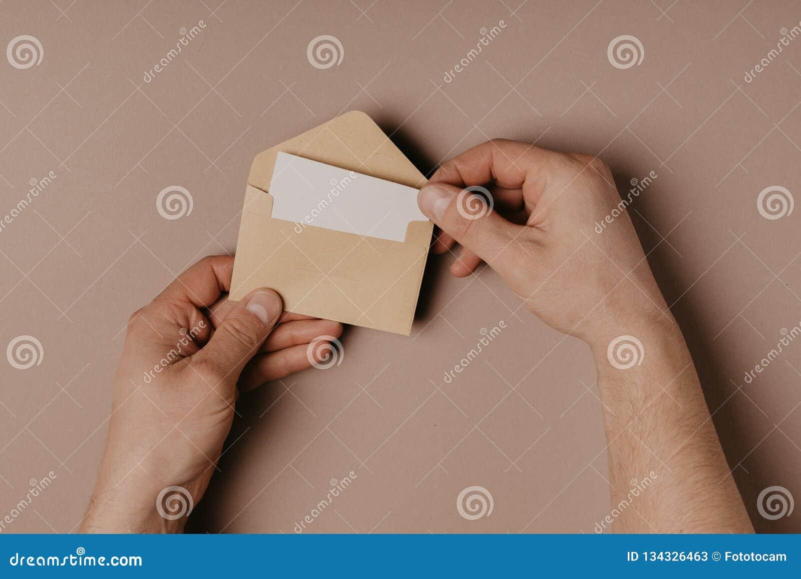 Κενοί φάκελος εκμετάλλευσης χεριών και πρότυπο επιστολών