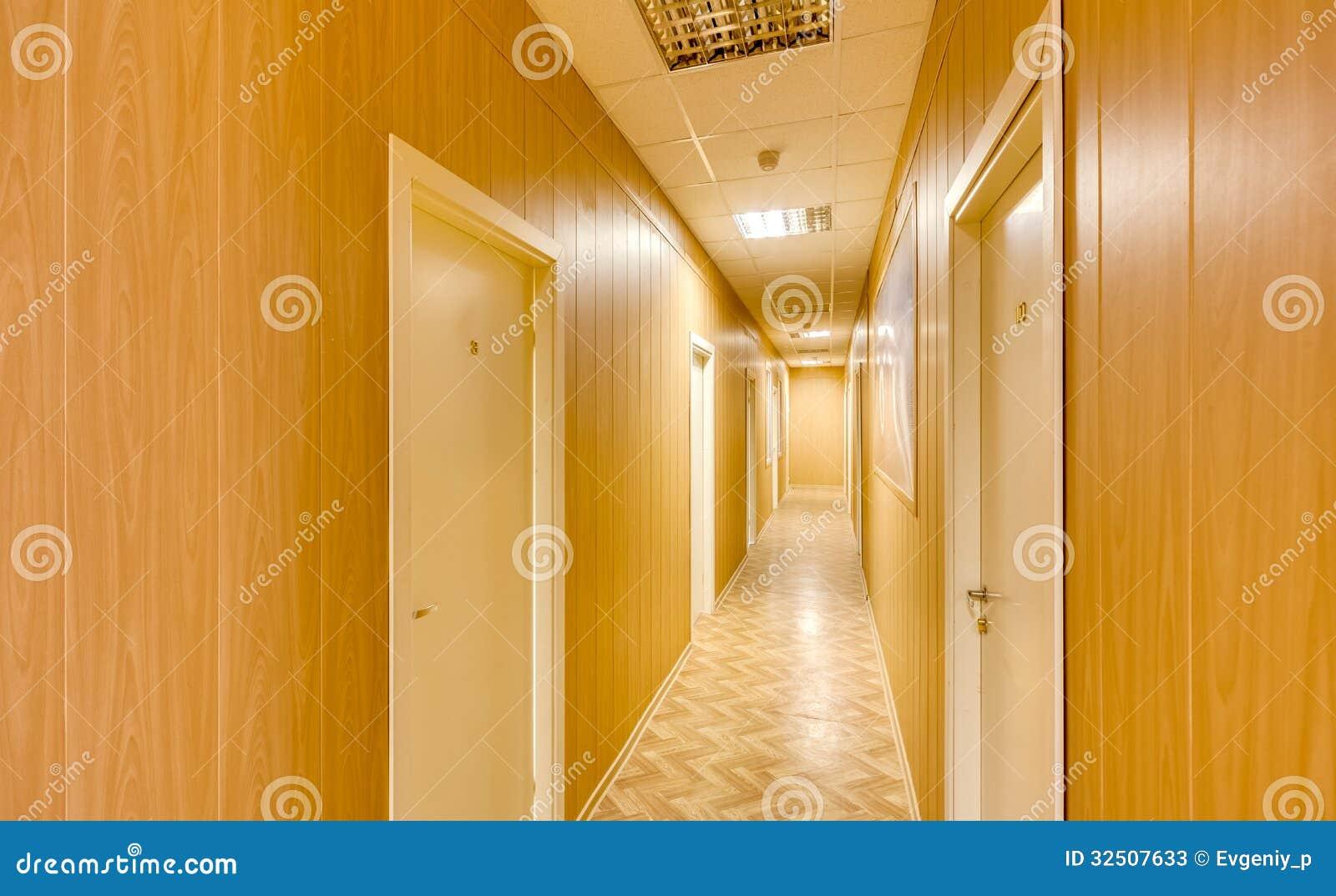 Κενός μακρύς διάδρομος