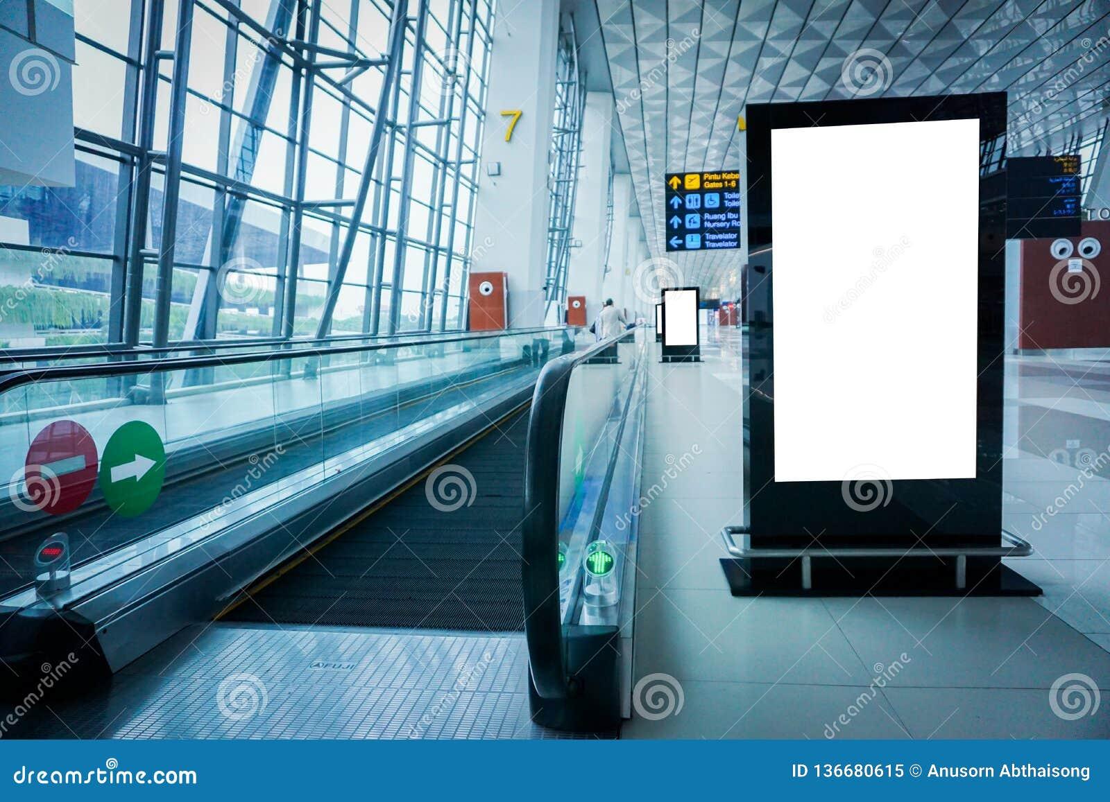 Κενός πίνακας διαφημίσεων διαφήμισης στον αερολιμένα