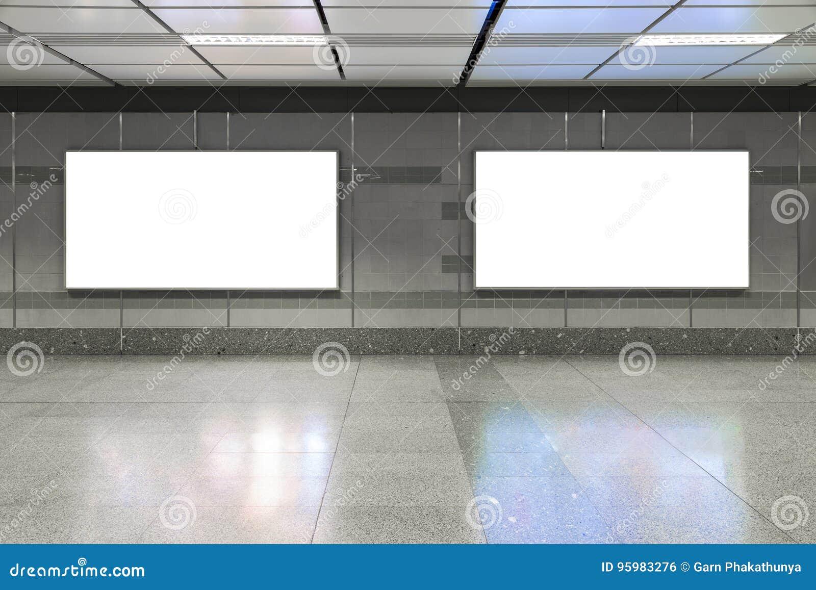 Κενός πίνακας διαφημίσεων στον υπόγειο Χρήσιμος για τη διαφήμισή σας