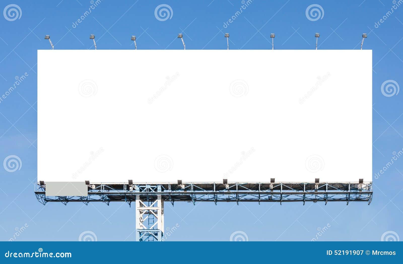 Κενός πίνακας διαφημίσεων έτοιμος για τη νέα διαφήμιση με το μπλε ουρανό backgr