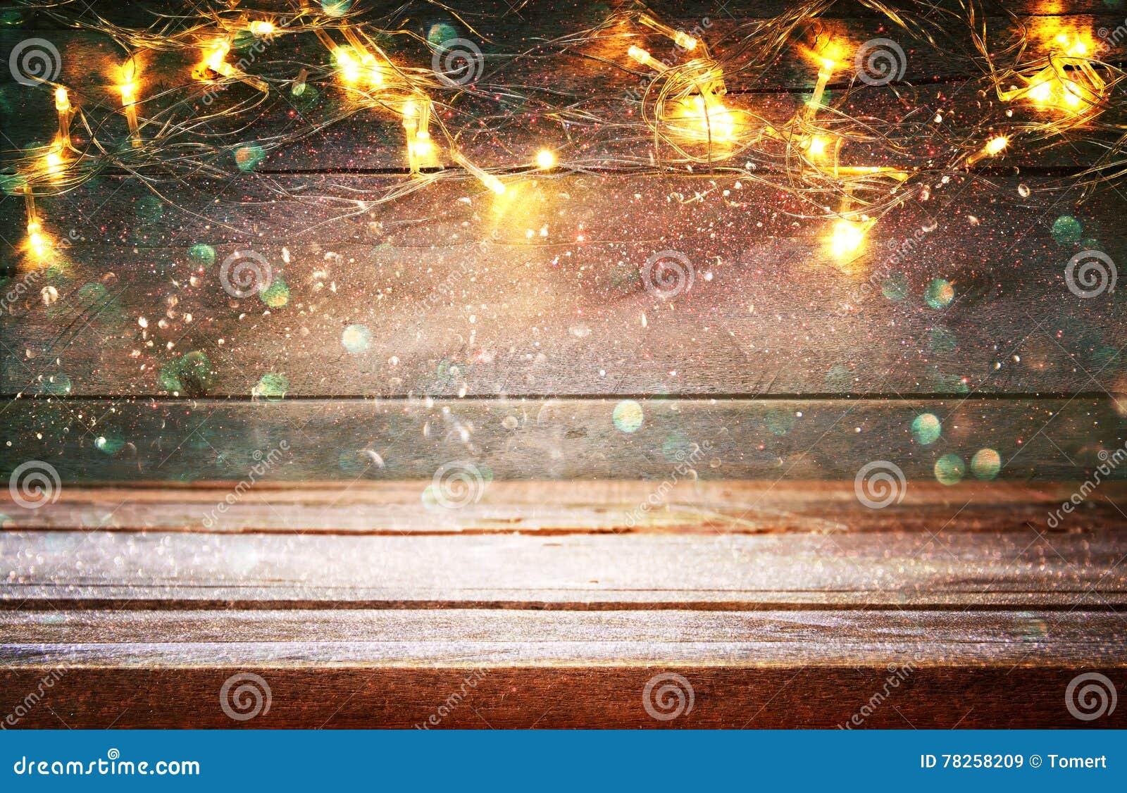 κενός πίνακας μπροστά από τα θερμά χρυσά φω τα γιρλαντών Χριστουγέννων