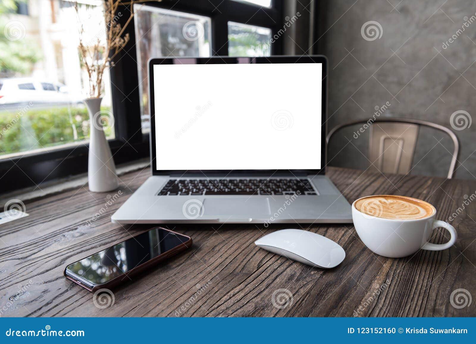 Κενός φορητός προσωπικός υπολογιστής οθόνης με το ποντίκι και το έξυπνο τηλέφωνο