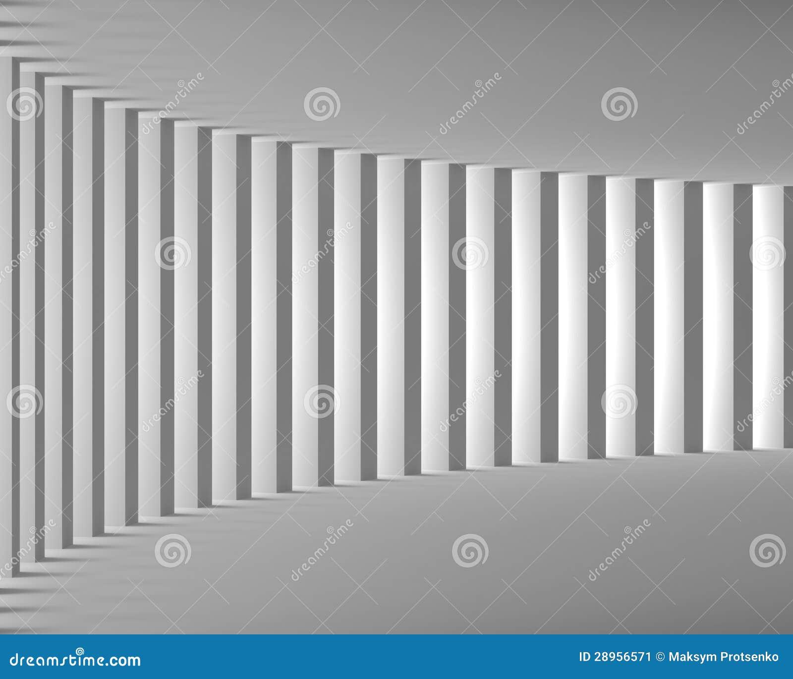 Κενό άσπρο εσωτερικό με τις μεγάλες στήλες και το φως