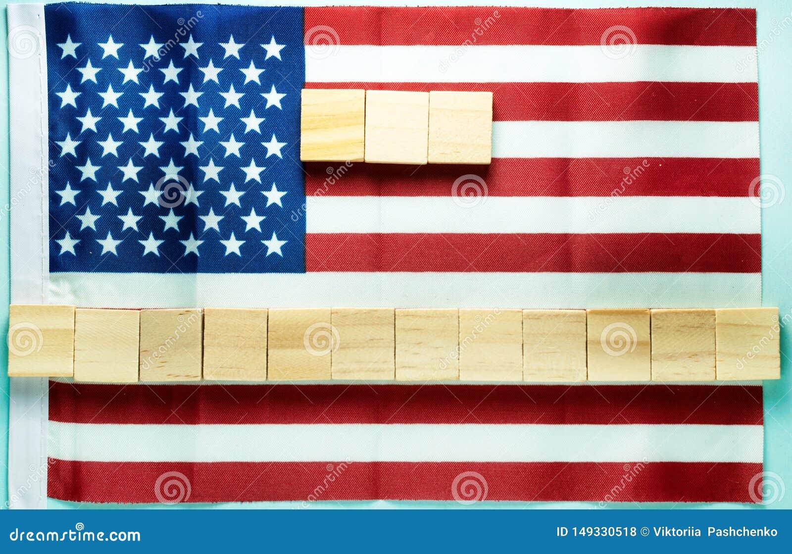 κενό για την επιγραφή σε δεκαπέντε ξύλινους κύβους που σχεδιάζεται στη αμερικανική σημαία