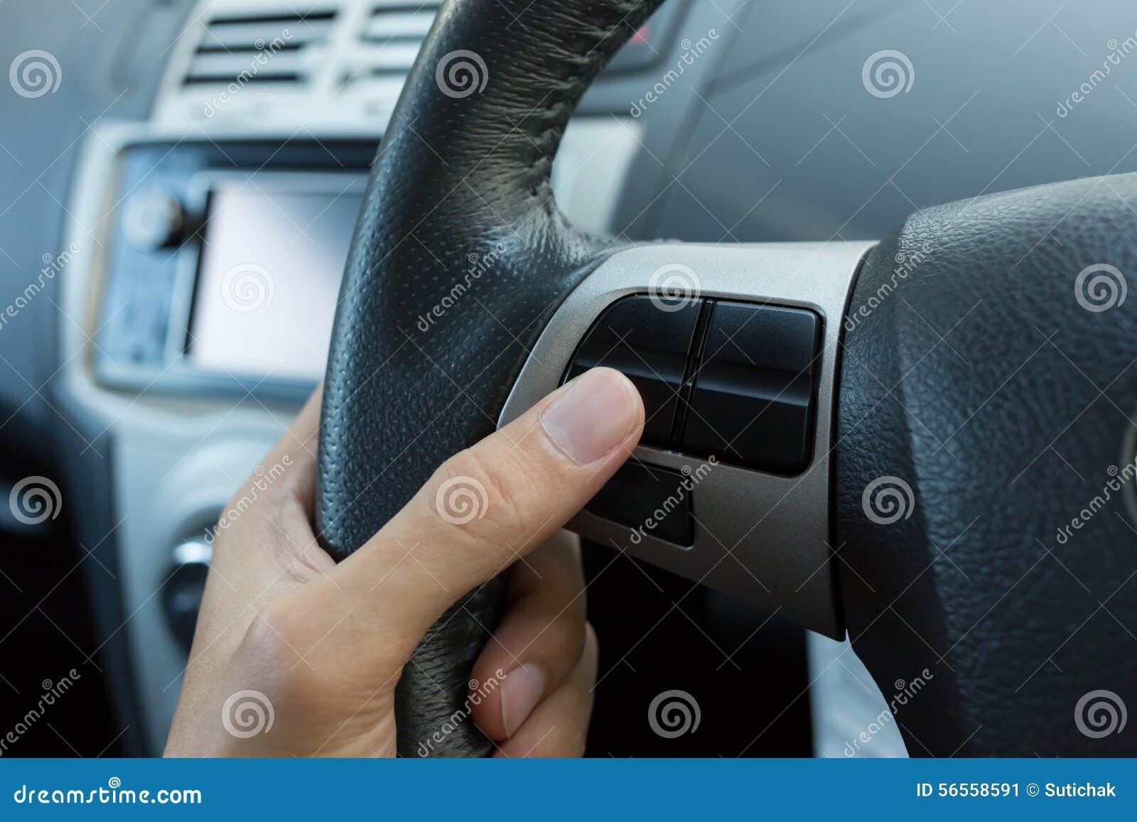 Download Κενό κουμπί ελέγχου στο τιμόνι αυτοκινήτων χρησιμοποιούμενο Στοκ Εικόνα - εικόνα από επιβραδυνθείτε, άνεση: 56558591