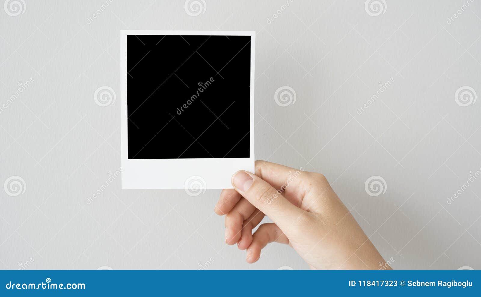 Κενό πλαίσιο φωτογραφιών εκμετάλλευσης χεριών