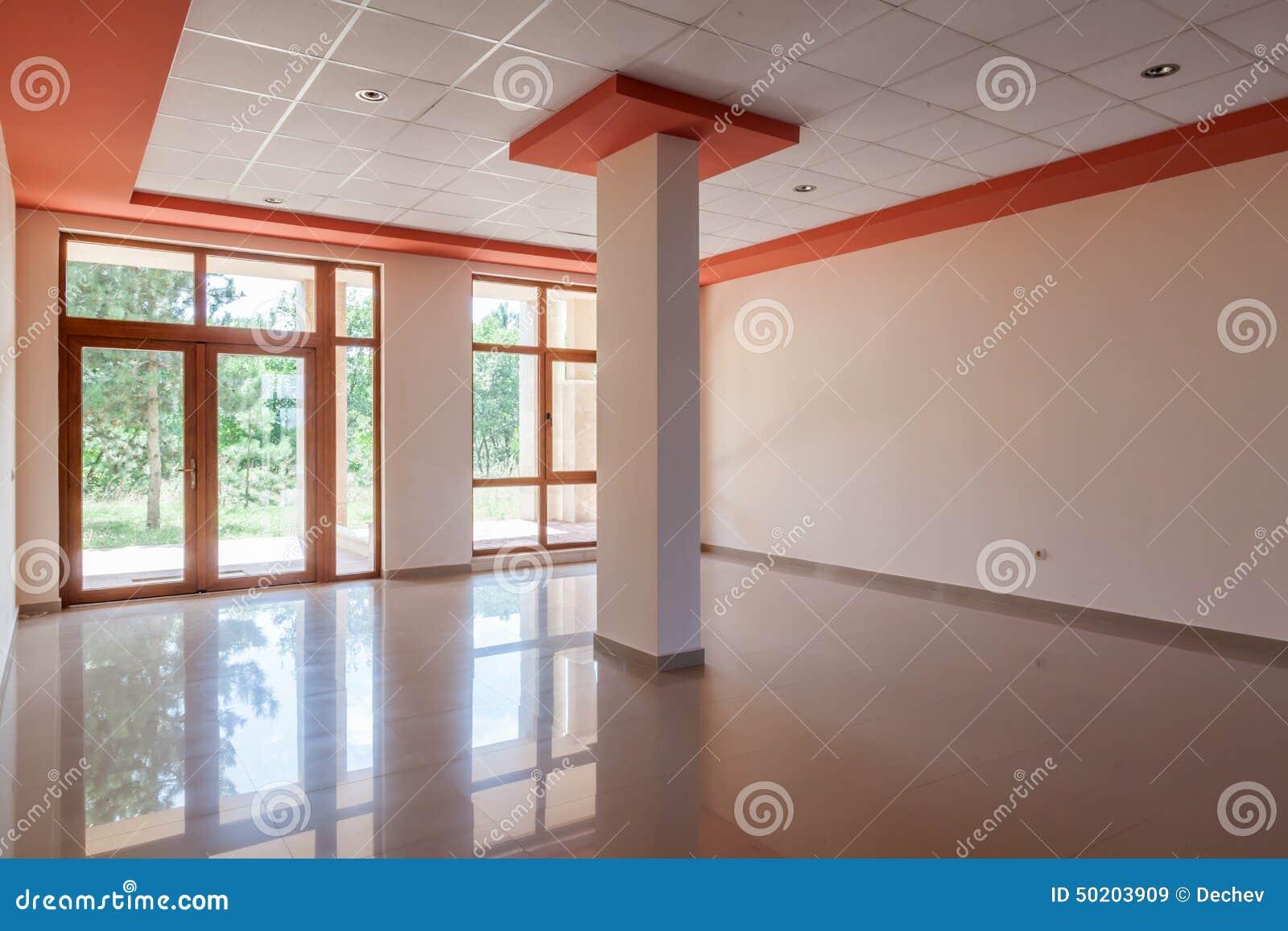 Κενό δωμάτιο, γραφείο, εσωτερικό αίθουσα υποδοχής στο σύγχρονο κτήριο