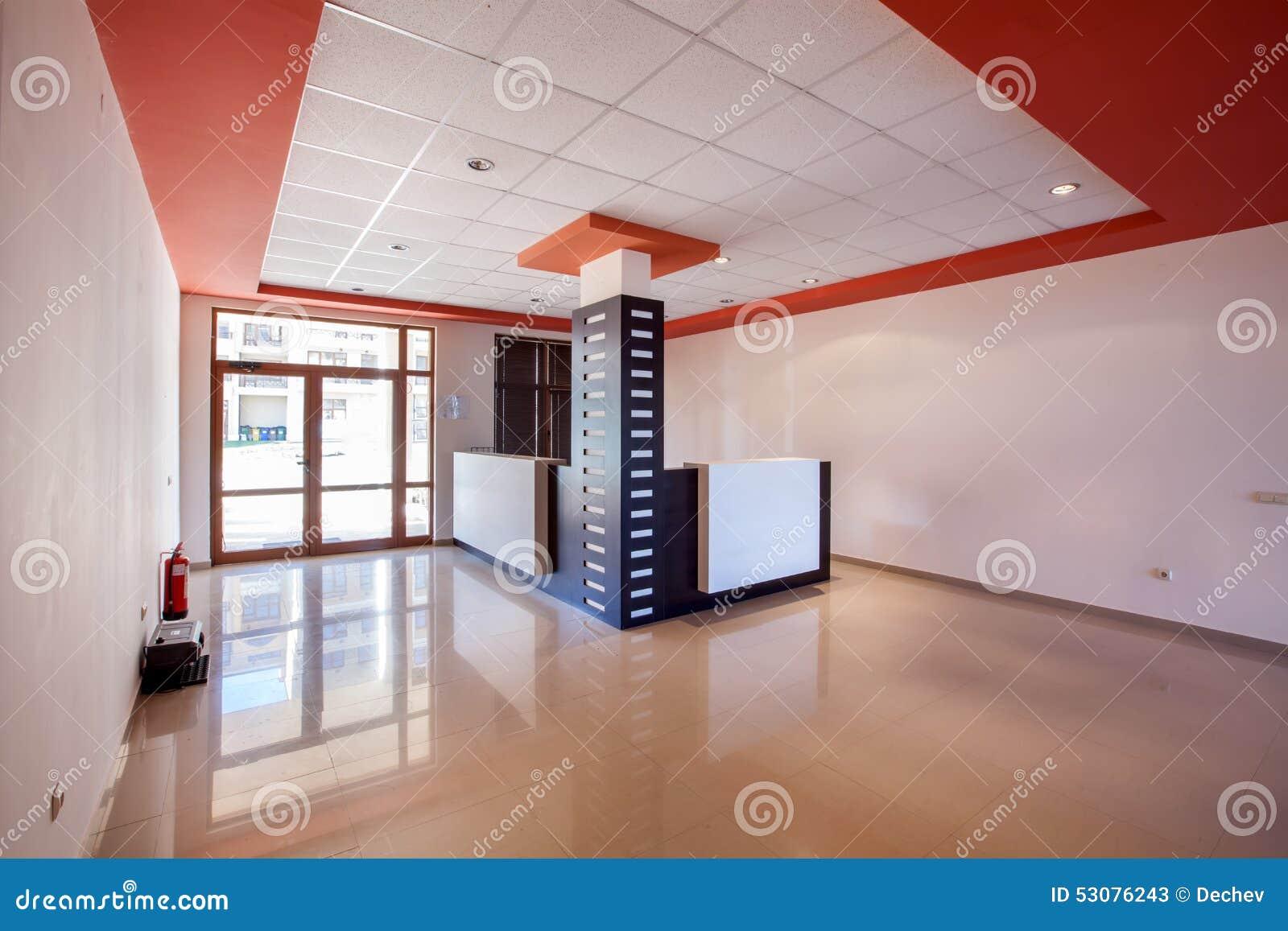 κενό δωμάτιο εσωτερικός αίθουσα υποδοχής στο σύγχρονο κτήριο