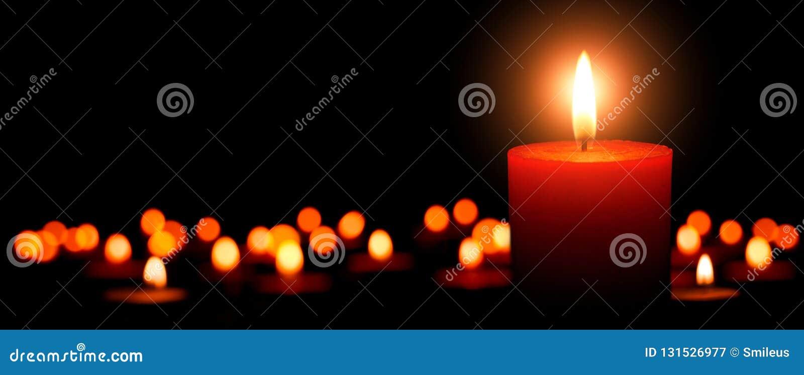 Κεριά εμφάνισης, μια φλόγα στο πρώτο πλάνο