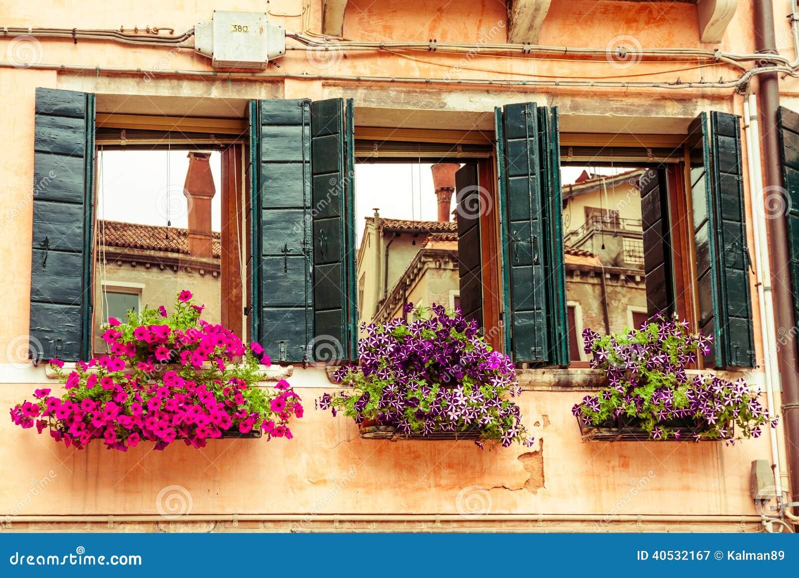 Κιβώτια και παράθυρα λουλουδιών Βενετία