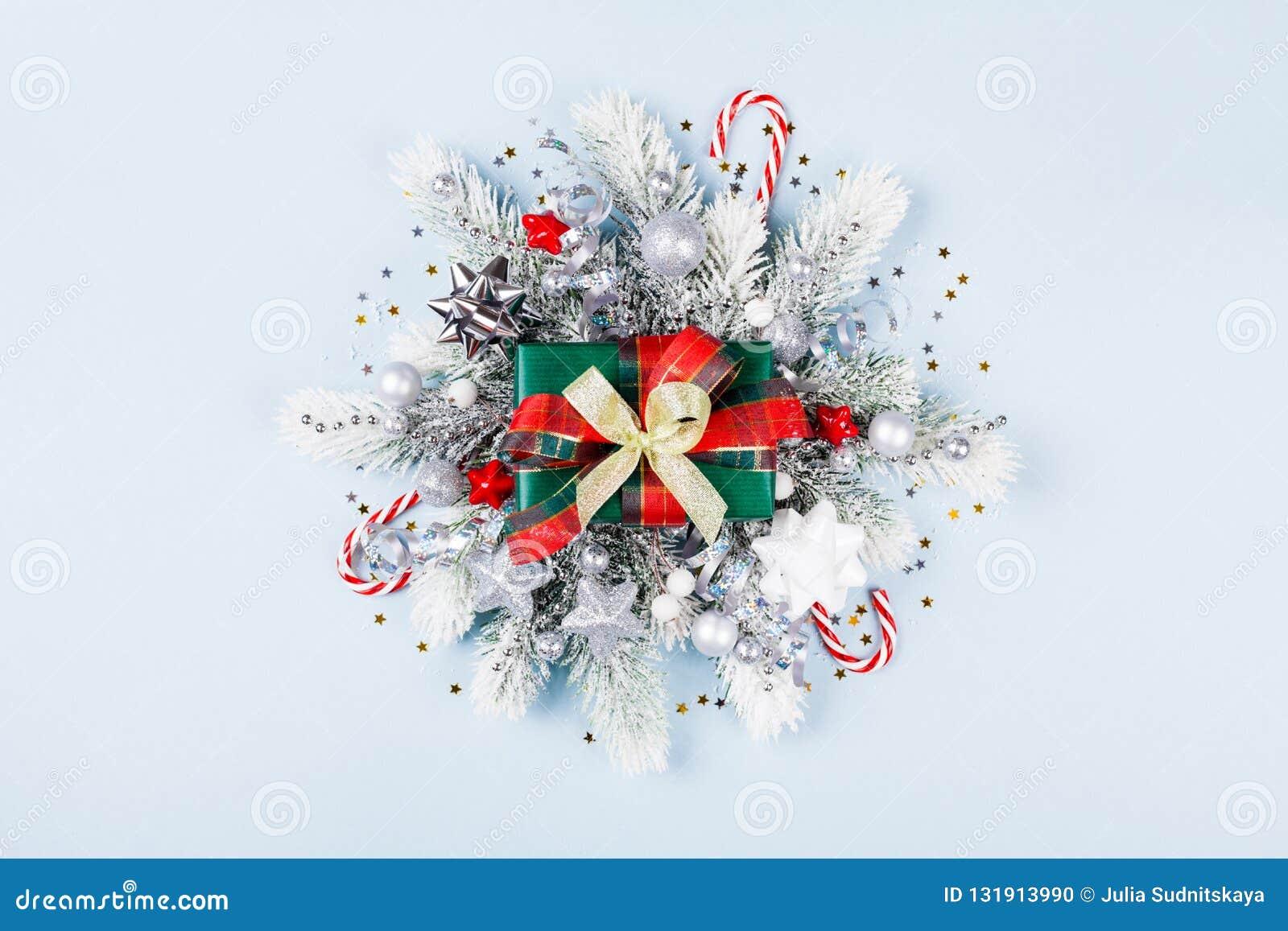 Κιβώτιο ή παρόν δώρων Χριστουγέννων με τη τοπ άποψη διακοσμήσεων διακοπών