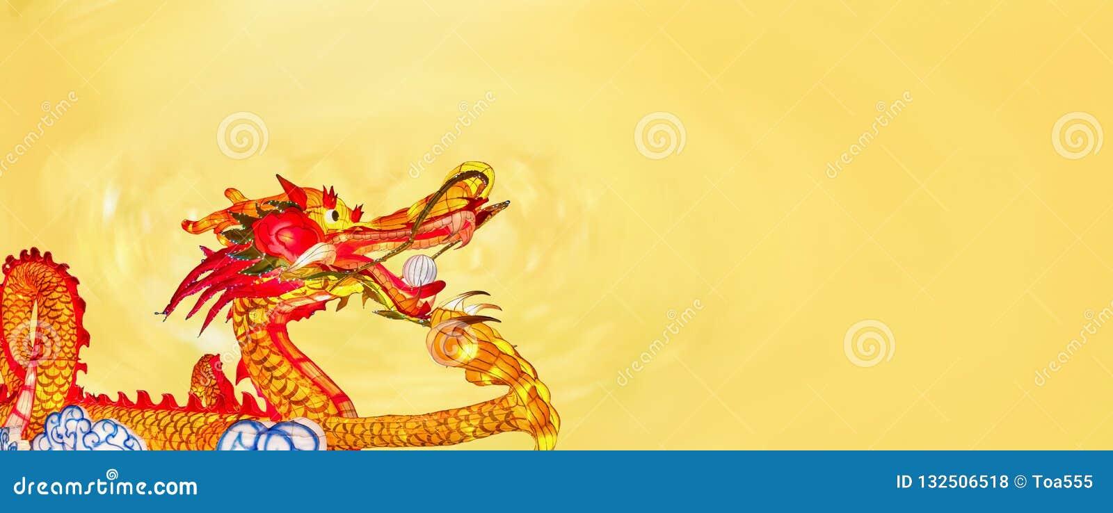 Κινεζικά νέα φανάρια δράκων έτους στο chinatown