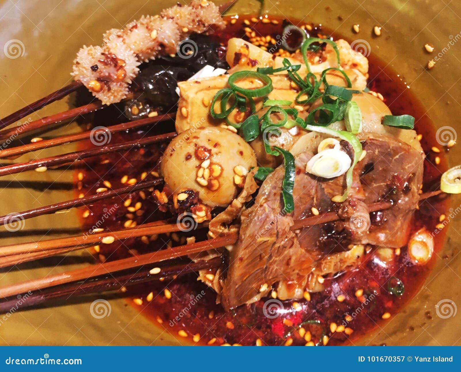 Κινεζικά παραδοσιακά καυτά και πικάντικα τρόφιμα