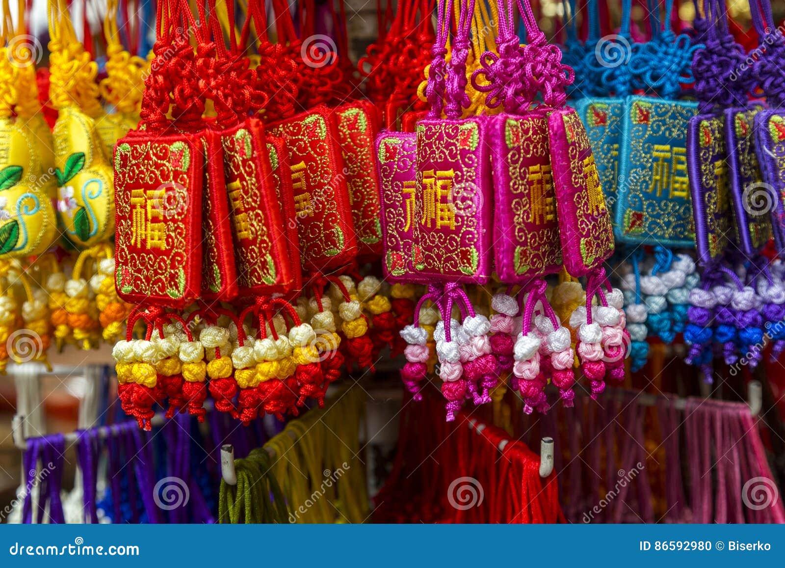 fcab2467ce Θηλυκές τσάντες παραδοσιακού κινέζικου φιαγμένες από μετάξι στα διαφορετικά  χρώματα
