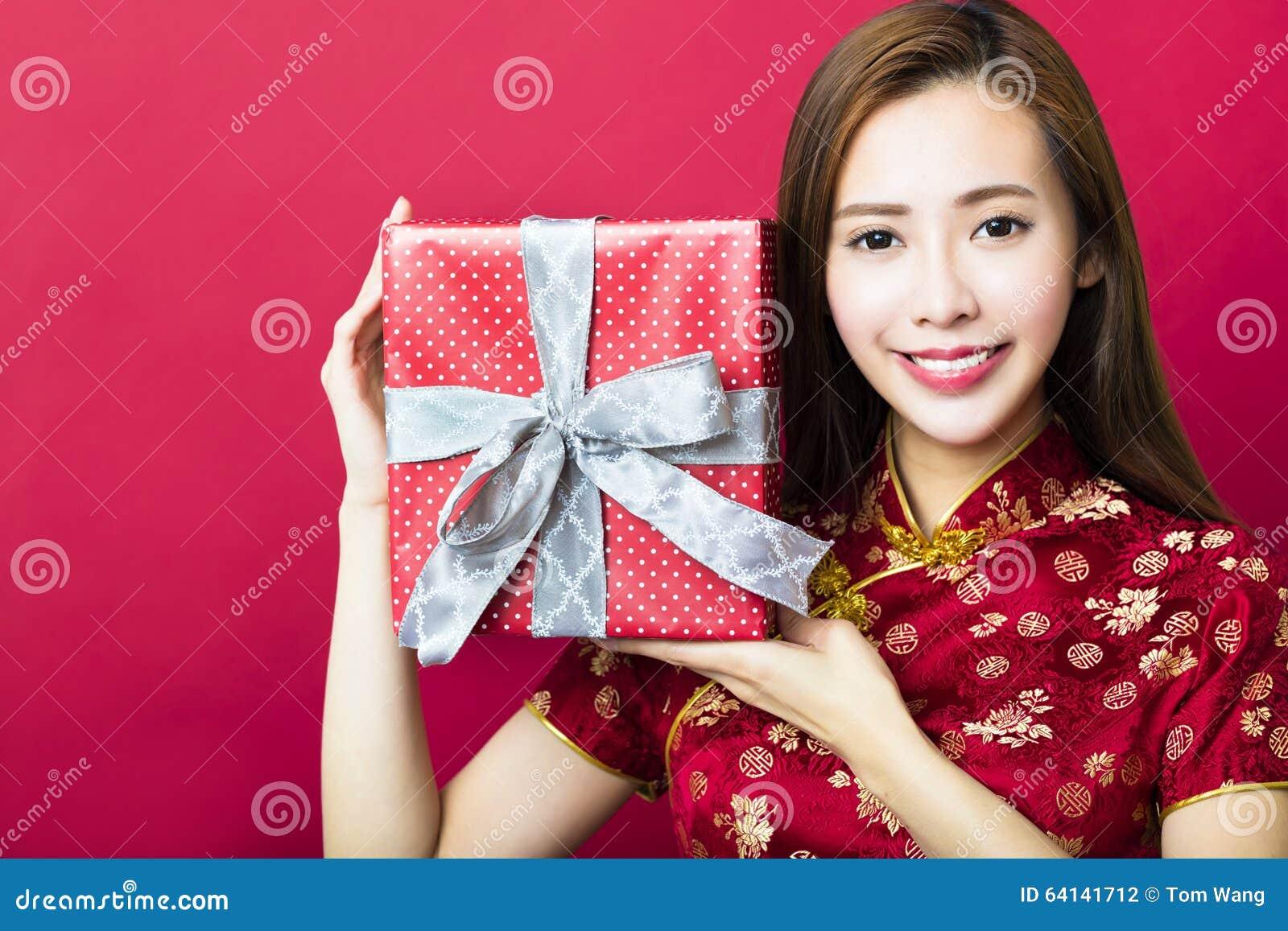 κινεζική καλή χρονιά νεολαίες γυναικών εκμετάλλευσης δώρων κιβωτίων