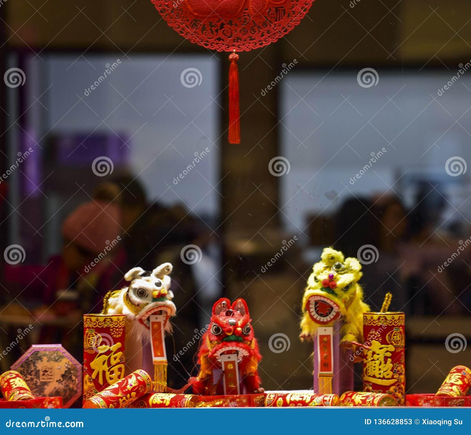 Κινεζική σεληνιακή νέα διακόσμηση καταστημάτων έτους στη λεωφόρο αγορών