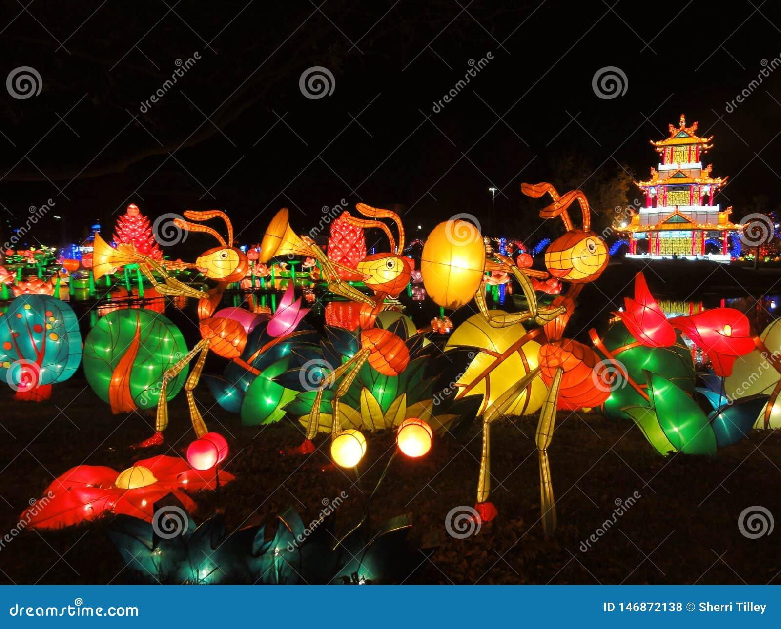 Κινεζική φαναριών τέχνη εγκατάστασης φεστιβάλ ελαφριά των μυρμηγκιών που παίζει τη μουσική