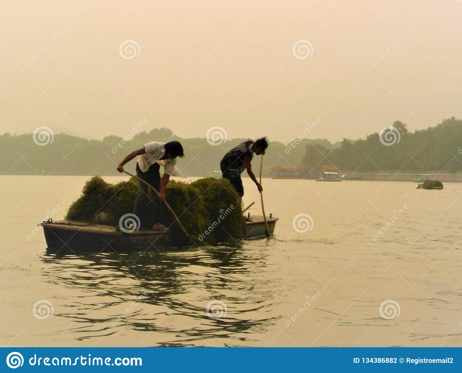 Κινεζικοί εργαζόμενοι, luminescence, evanescence και λίμνη