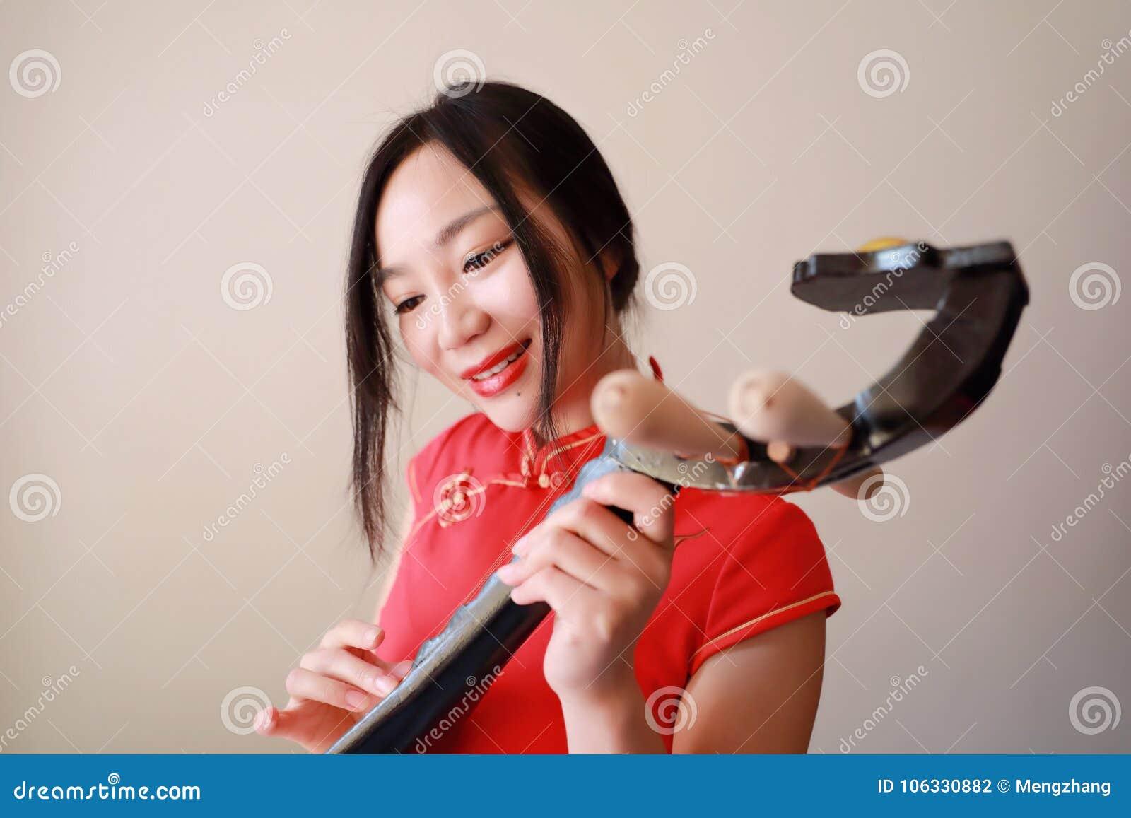 Ασιατικό κορίτσι πίπα